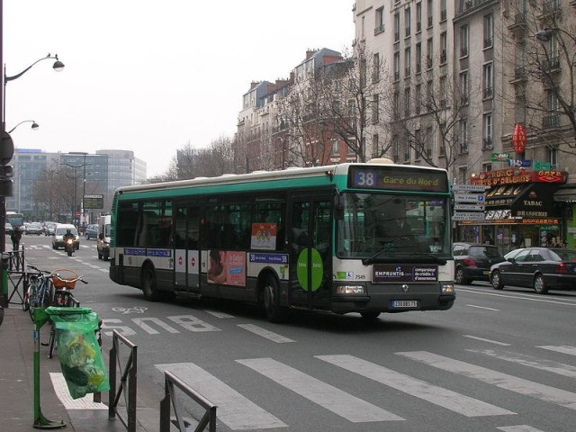 route 38 in paris by bus world easy guides. Black Bedroom Furniture Sets. Home Design Ideas